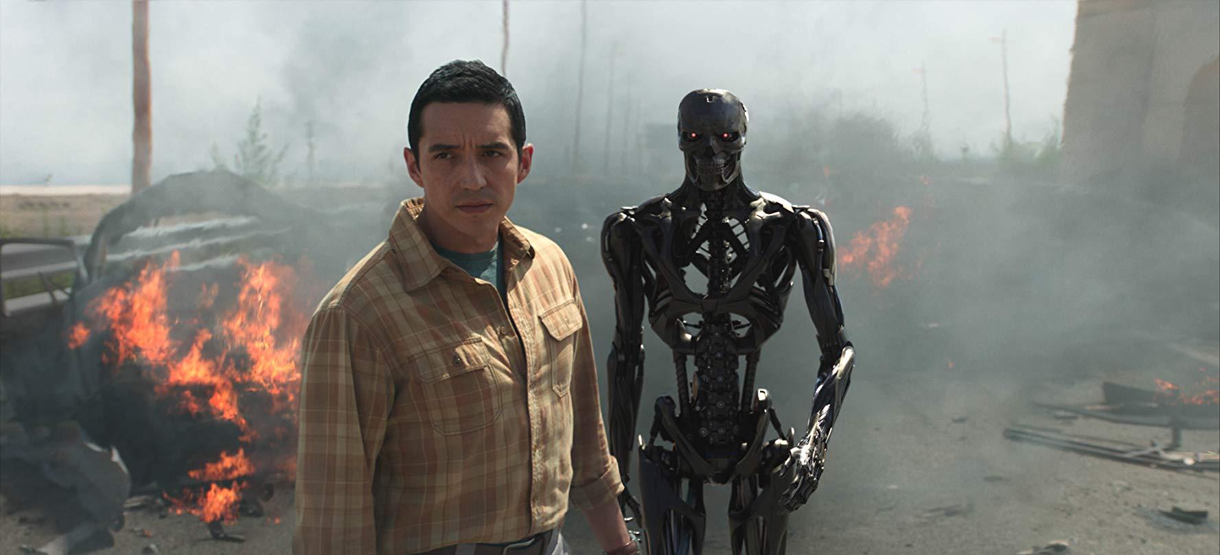 tt1 - New Terminator: Dark Fate Shows Sarah Connor is Back as BadAss Fighter.
